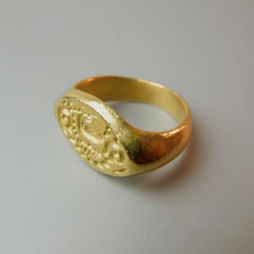 Anello in oro Giava