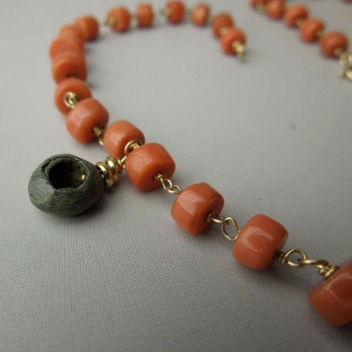 Collier corallo, elementi antichi.